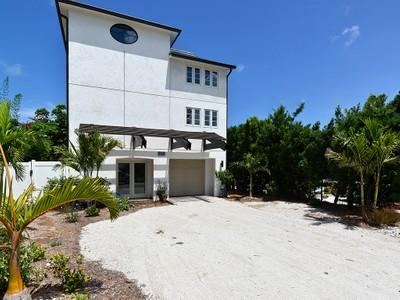 Maison unifamiliale for sales at ANNA MARIA BEACH 212  Coconut Ave  Anna Maria, Florida 34216 États-Unis