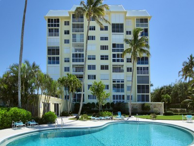 Condominio for sales at COQUINA SANDS - EMBASSY CLUB 1717  Gulf Shore Blvd  N 203 Naples, Florida 34102 Estados Unidos