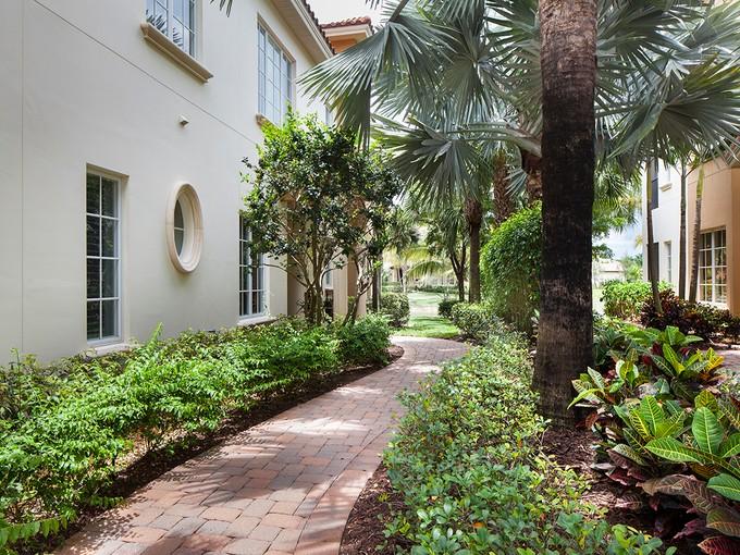 Condominio for sales at GREY OAKS - TRADITIONS 2311  Tradition Way 102  Naples, Florida 34105 Stati Uniti