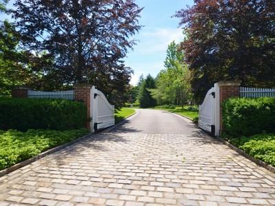 独户住宅 for sales at Colonial 23 Evans Dr Brookville, 纽约州 11545 美国