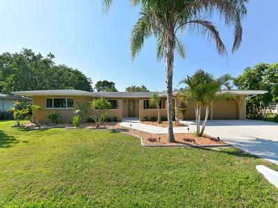 Частный односемейный дом for sales at BAY VIEW ACRES 1714  Billings St Sarasota, Флорида 34231 Соединенные Штаты