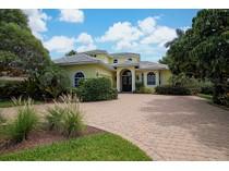 Vivienda unifamiliar for sales at OLDE NAPLES - GOLF DRIVE ESTATES 586 S Golf Dr   Naples, Florida 34102 Estados Unidos