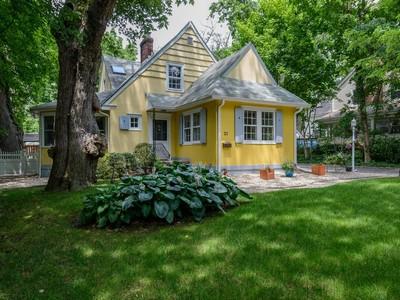 Casa para uma família for sales at Colonial 21 Longview Rd Port Washington, Nova York 11050 Estados Unidos