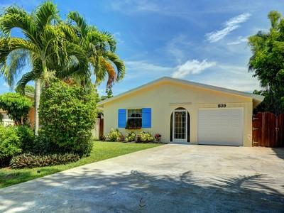 Maison unifamiliale for sales at NAPLES PARK - NAPLES PARK 839  100th Ave  N Naples, Florida 34108 États-Unis