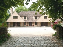 Einfamilienhaus for sales at Colonial 3 Pond Ln   Sands Point, New York 11050 Vereinigte Staaten