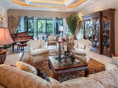 Nhà chung cư for sales at BAY COLONY - TRIESTE 8787  Bay Colony Dr 101 Naples, Florida 34108 Hoa Kỳ