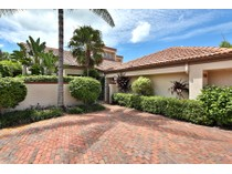 단독 가정 주택 for sales at PELICAN BAY - BAY VILLAS 546  Bay Villas Ln   Naples, 플로리다 34108 미국