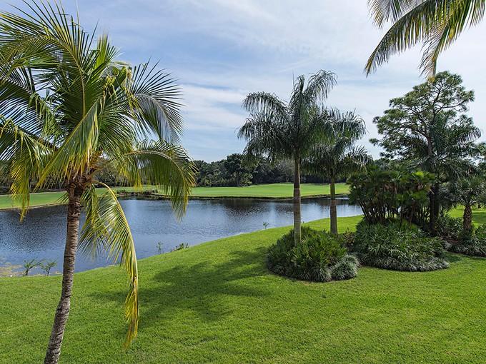 Piso for sales at PELICAN BAY - HYDE PARK 6360  Pelican Bay Blvd C-104 Naples, Florida 34108 Estados Unidos