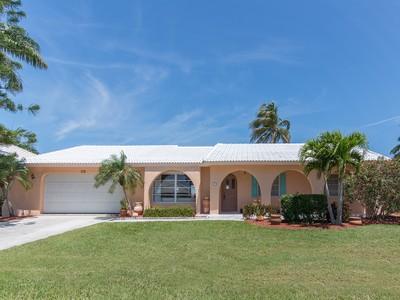 Vivienda unifamiliar for sales at MARCO ISLAND - SHORECREST 105  Shorecrest Ct Marco Island, Florida 34145 Estados Unidos