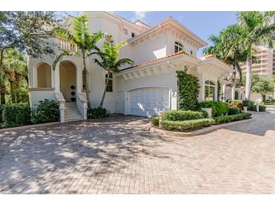 Appartement en copropriété for sales at BONITA BAY - AZURE 4931  Bonita Bay Blvd 201  Bonita Springs, Florida 34134 États-Unis