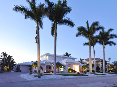 Nhà ở một gia đình for sales at COUNTRY CLUB SHORES 561  Spinnaker Ln Longboat Key, Florida 34228 Hoa Kỳ