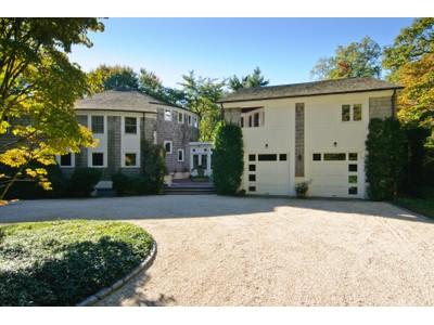 Einfamilienhaus for sales at Colonial  Lattingtown, New York 11560 Vereinigte Staaten