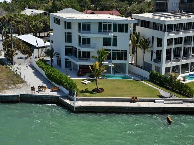 Nhà ở một gia đình for sales at SIESTA KEY 150  Givens St  Sarasota, Florida 34242 Hoa Kỳ