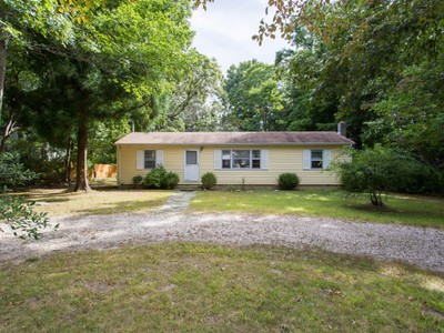 Maison unifamiliale for sales at Ranch 7 Jaspa Rd Shelter Island, New York 11964 États-Unis