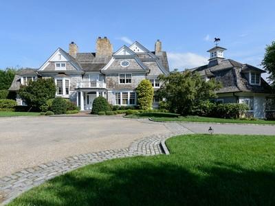 Casa para uma família for sales at Colonial 21 Old Wheatley Rd Brookville, Nova York 11545 Estados Unidos