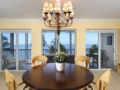Kat Mülkiyeti for sales at THE MOORINGS - MARTINIQUE CLUB 3003  Gulf Shore Blvd  N 401 Naples, Florida 34103 Amerika Birleşik Devletleri