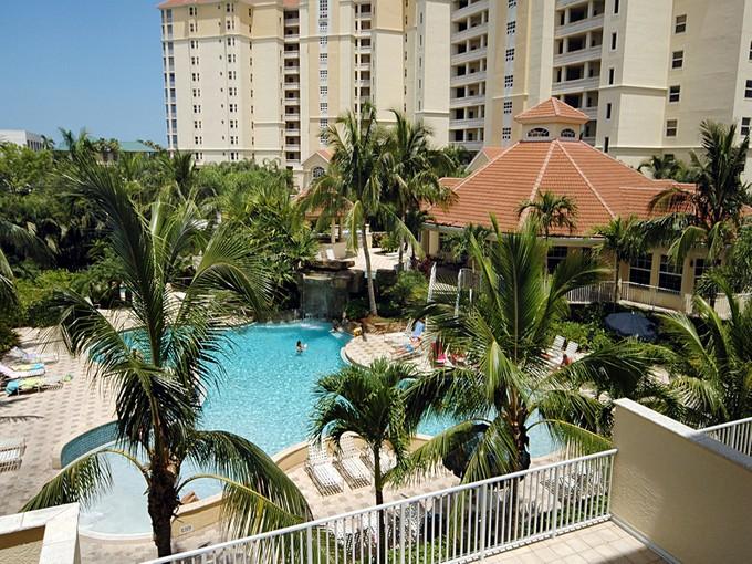 Condominio for sales at VANDERBILT BEACH - REGATTA 460  Launch Cir 302  Naples, Florida 34108 Estados Unidos