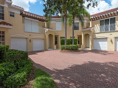 "Кооперативная квартира for sales at PELICAN BAY - L""AMBIANCE 500  Lambiance Cir 102 Naples, Флорида 34108 Соединенные Штаты"