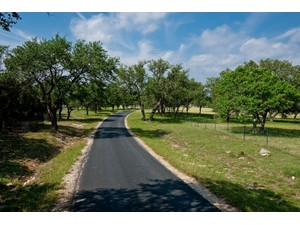 Additional photo for property listing at Spectacular Hill Country Estate 1637 Ranch Road 473 Boerne, Texas 78006 Estados Unidos