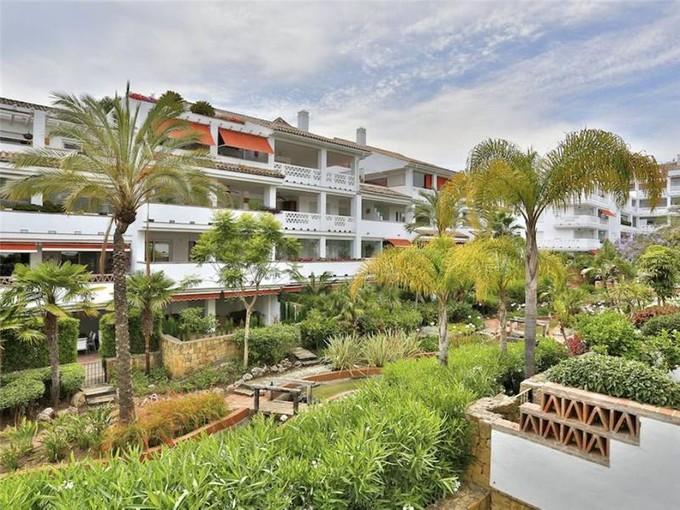 Apartamento for sales at Frontline beach complex  apartment  Marbella, Costa Del Sol 29600 Espanha