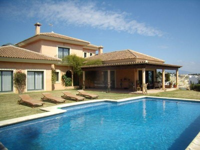 Частный односемейный дом for sales at Lovely villa surrounded by 2 golf-courses  Estepona, Costa Del Sol 29680 Испания