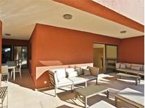 Maison unifamiliale for sales at Beachside villa on the Golden Mile  Marbella, Costa Del Sol 29600 Espagne