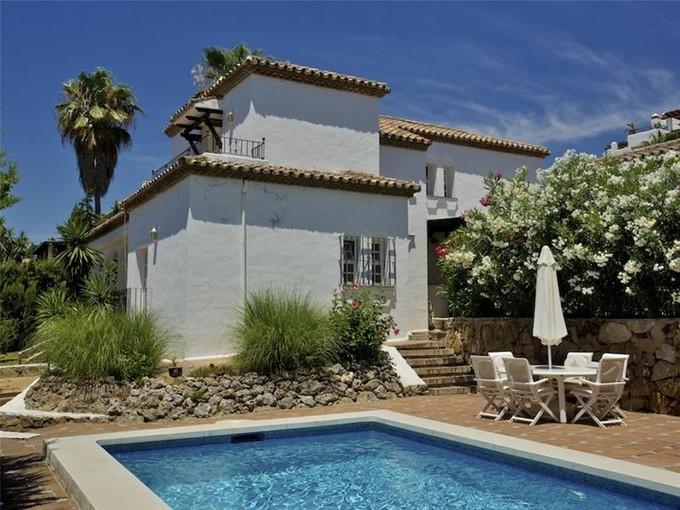 Vivienda unifamiliar for sales at Encantadora villa ubicada en una comunidad cerrada  Marbella, Costa Del Sol 29660 España