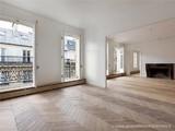 Property Of Paris 8 - Colisée