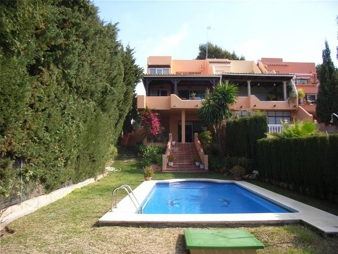 Moradia for sales at Large semi-detached villa  Marbella, Costa Del Sol 29660 Espanha