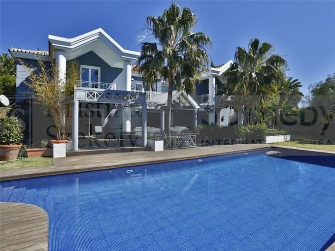 Moradia for sales at Superb villa located in a prestigious urbanization  Marbella, Costa Del Sol 29600 Espanha