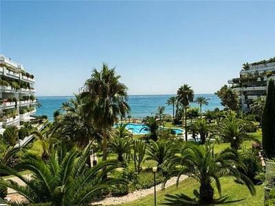 Apartamento for sales at Primera línea de playa en plena Milla de Oro  Marbella, Costa Del Sol 29600 España