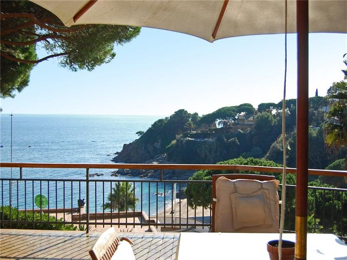 Moradia for sales at Seafront villa with modernist touches  Blanes, Costa Brava 17300 Espanha