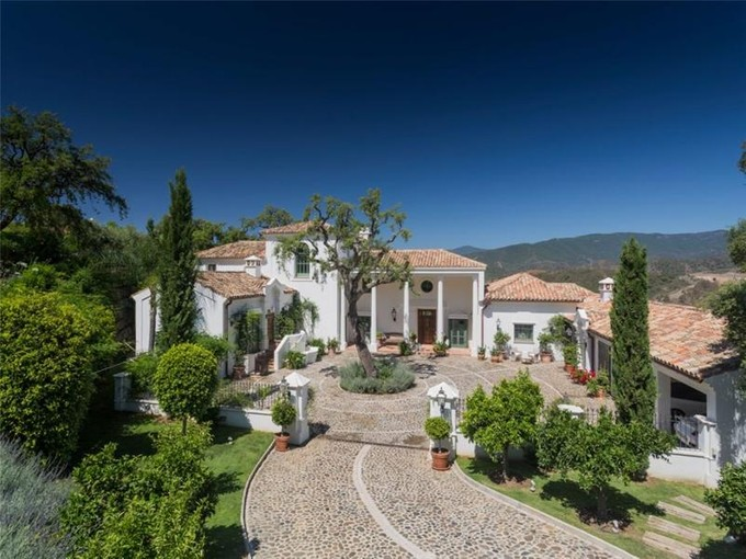 Частный односемейный дом for sales at Absolutely delightful Andalucian style villa  Benahavis, Costa Del Sol 29679 Испания