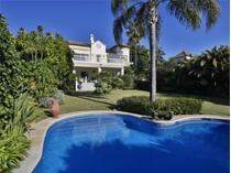 Moradia for sales at Inmaculate villa in a prestigious urbanization  Marbella, Costa Del Sol 29600 Espanha