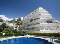 Apartamento for sales at Living in front line  beach in Marbella  Marbella, Costa Del Sol 29600 Espanha