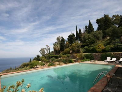 Moradia Multi-familiar for sales at Villa With Lovely Sea Views in Deia  Northwest, Palma De Maiorca 07179 Espanha