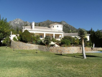 Moradia for sales at Stunning villa with breathtaking views to the Sea  Marbella, Costa Del Sol 29600 Espanha