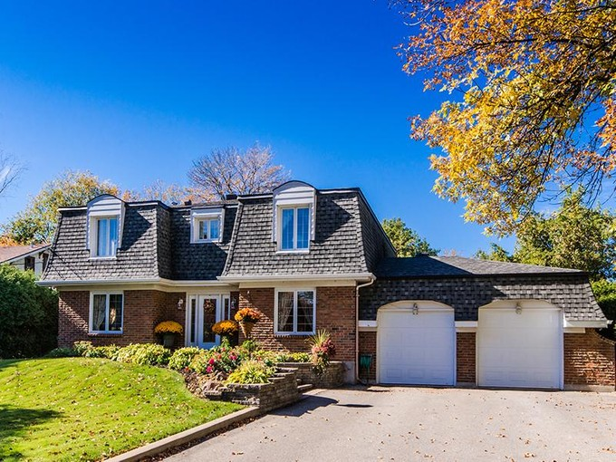 Villa for sales at Pointe-Claire 4 Av. Lakeside Pointe-Claire, Quebec H9S 5G2 Canada