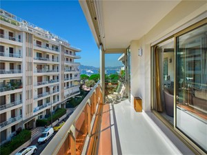 Additional photo for property listing at Luxury Penthouse for sale in Cannes Palm Beach  Cannes, Provence-Alpes-Cote D'Azur 06400 France
