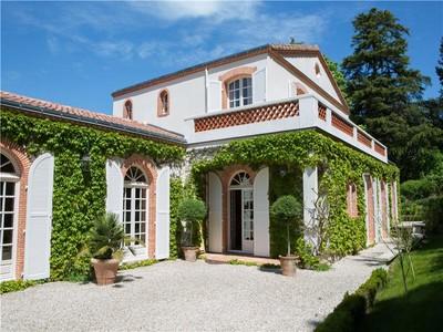 Частный односемейный дом for sales at AU BORD DE LA SEVRE  Other Pays De La Loire, Луара 44220 Франция