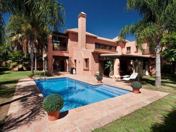 Villa for sales at Elegant beachside villa at one minute walking dist  Marbella, Costa Del Sol 29600 Spagna