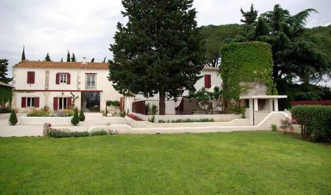 Nhà ở nhiều gia đình for sales at PROPRIETE OENOTOURISTIQUE PROCHE DES PLAGES  Arles, Provence-Alpes-Cote D'Azur 30800 Pháp