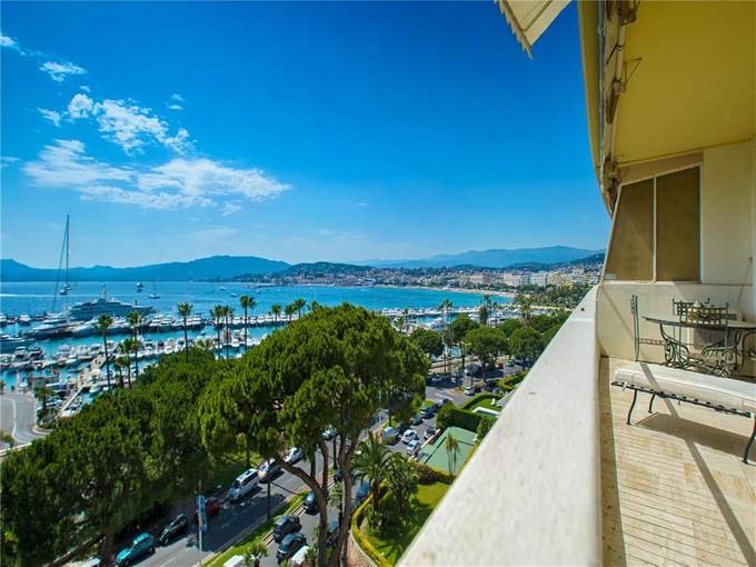 Apartamento for sales at Luxurious apartment in the most prestigious buildi  Cannes, Provença-Alpes-Costa Azul 06400 França