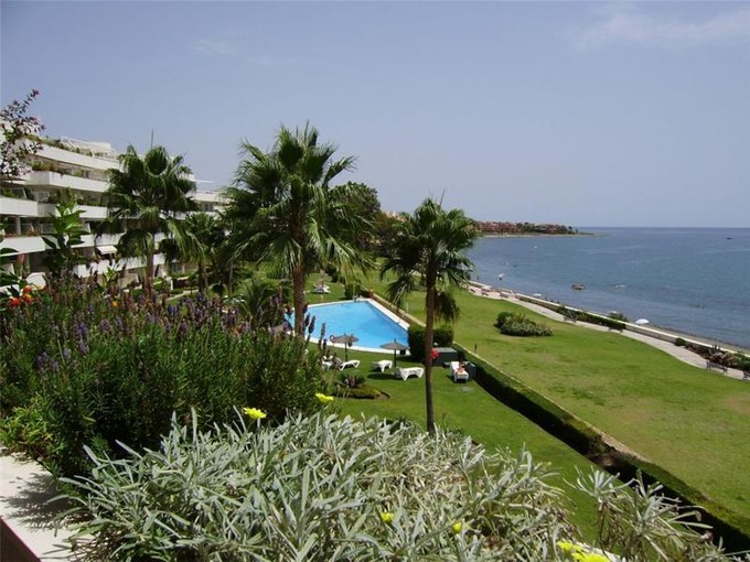 Квартира for sales at Beautiful apartment  frontline to the beach.  Marbella, Costa Del Sol 29680 Испания
