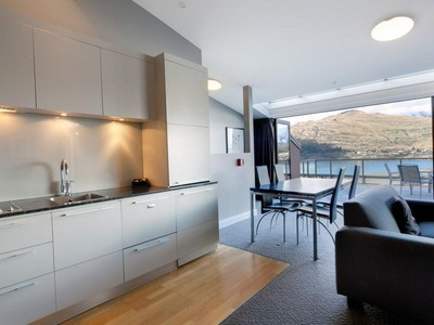 Apartamento for sales at Apartment 1003 Oaks Shores 327 Frankton Road, Queenstown Queenstown, Lagos Del Sur 9300 Nueva Zelanda