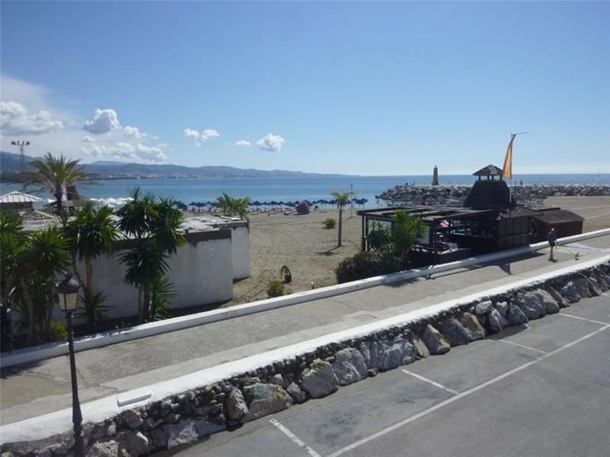 Apartamento for sales at Apartamento con excelentes vistas al mar en Banús  Marbella, Costa Del Sol 29660 España