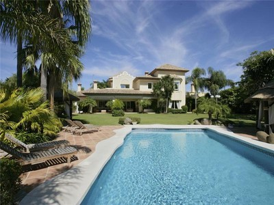 Villa for sales at Very close to the exclusive beach and golf course  Marbella, Costa Del Sol 29679 Spagna