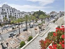 Appartement for sales at Luxury apartment close to Puerto Banus  Marbella, Costa Del Sol 29660 Espagne
