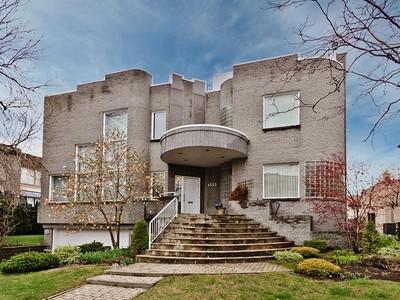 Casa Unifamiliar for sales at Cote-Saint-Luc  Montreal, Quebec H4W 3H9 Canadá
