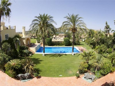 Maison unifamiliale for sales at An exceptional family home in a classical style.  Marbella, Costa Del Sol 29660 Espagne